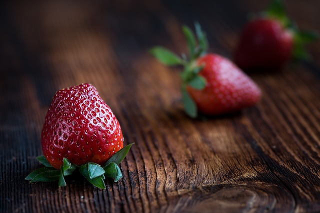 strawberries are safe for chickens to eat